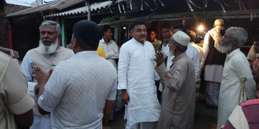 Syed Mahmood Ashraf launched a public relations campaign in Panchayat in Thakurganj area